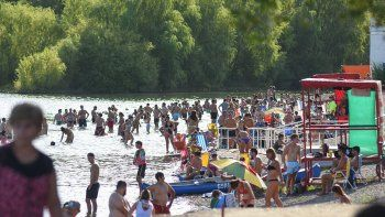 otra vez el rio fue el refugio elegido contra el calor
