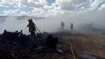 evacuaron a una familia por incendio en basural