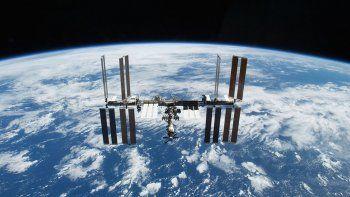rusia anuncio que llevara a turistas al espacio en 2021