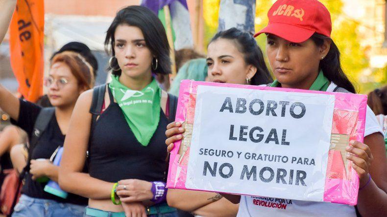 Las redes estallaron tras la marcha atrás del nuevo protocolo del aborto legal