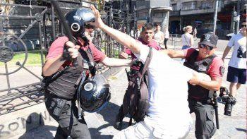 congreso: golpearon y arrestaron a periodistas en una protesta
