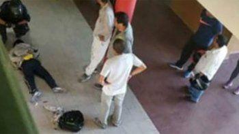 vicedirectora fue apunalada por un alumno que reprobo un examen