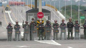 venezuela: cierran una frontera y el espacio aereo