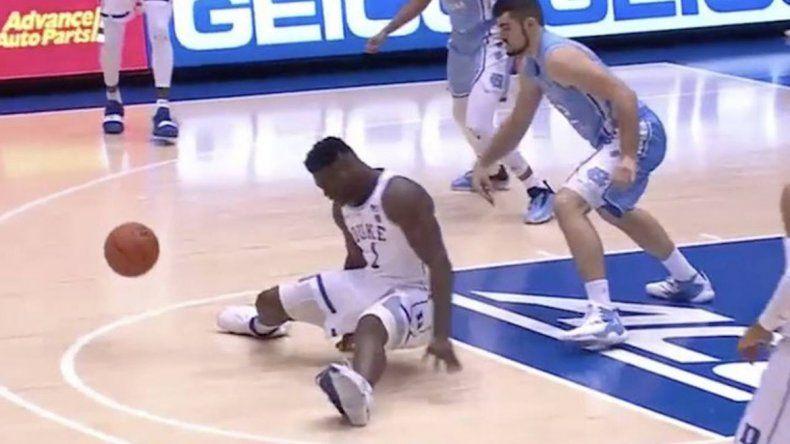Se le reventó la zapatilla en pleno partido y su futuro en la NBA es incierto