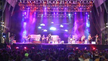 neuquen inspira: una multitud bailo en la segunda noche del festival