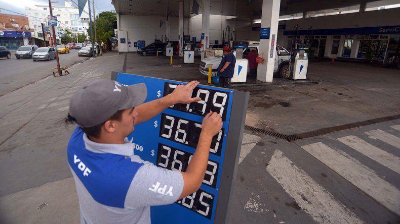 Desde medianoche YPF aumenta 4,5% el precio de sus combustibles