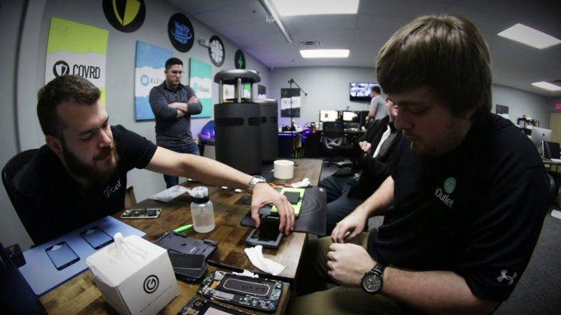 Crean máquina que cambia el vidrio roto del celular