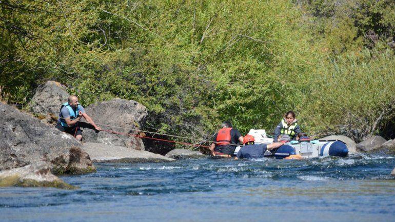Junín de los Andes: rescataron a una familia que navegaba en una zona prohibida por su peligrosidad