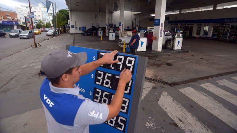 Abril arranca con un aumento de nafta de entre el 3 y 4%