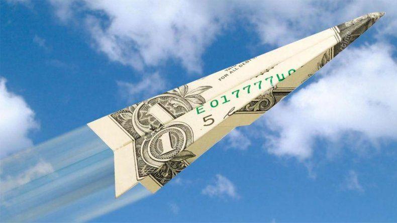 Después del finde largo, el dólar pica en punta y ya supera los 41 pesos