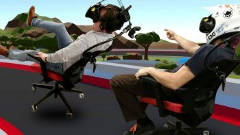 modifican una silla de oficina para jugar en realidad virtual