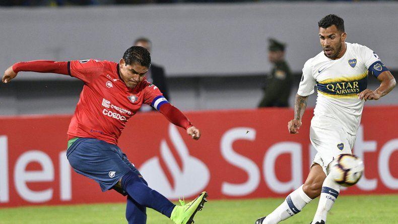El reproche de Tevez a Alfaro, cansado de salir