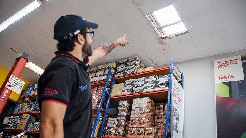 Boqueteros rompieron el techo de un lubricentro y robaron unos 20 mil pesos