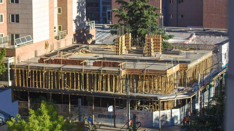 La construcción, sin techo