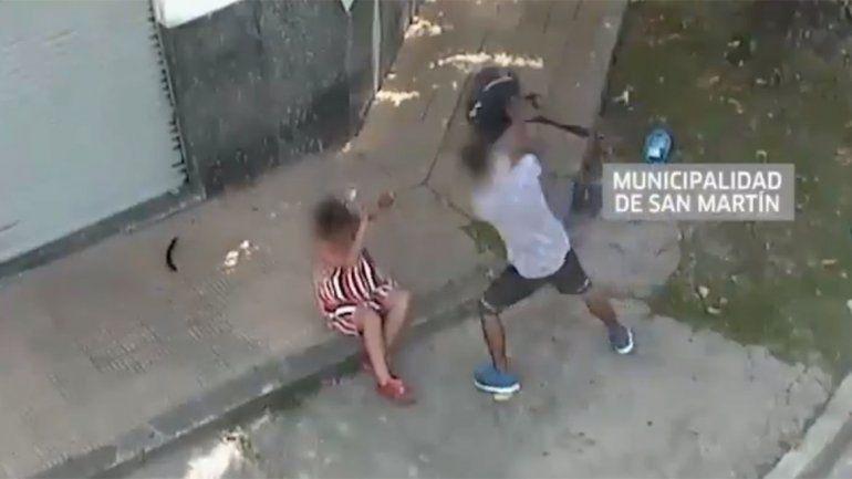 Video: cámaras de seguridad captaron atroz golpiza de un hombre a una mujer