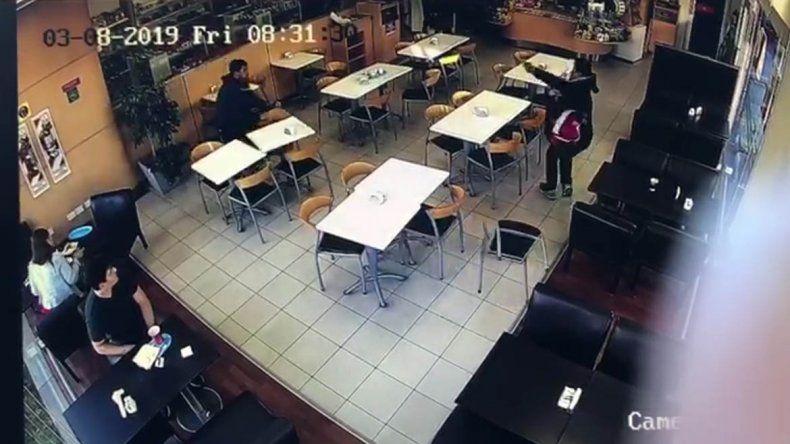 Así fue el robo a mano armada en la estación de servicio de Ruta 22