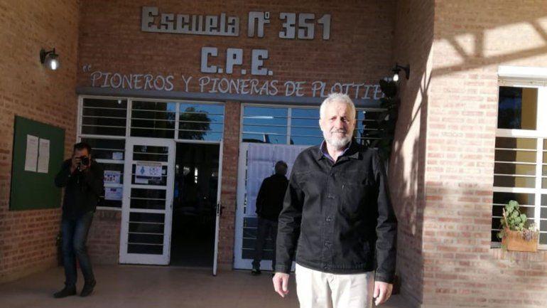Peressini, el primero en votar: llegó temprano y abrió la mesa