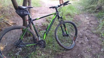 practicaba mountain bike y cayo por una pendiente