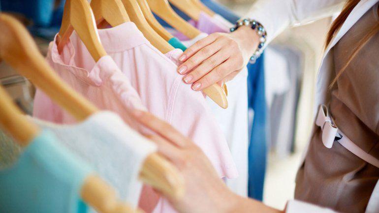 ¿Por qué hay que lavar la ropa nueva antes  de usarla?