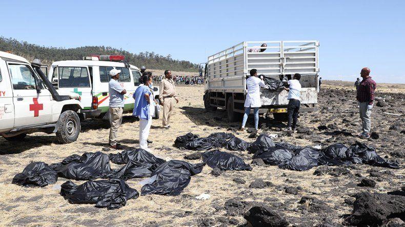 Murieron los 157 ocupantes de un avión estrellado