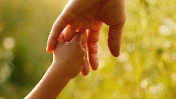 buscan familias solidarias para alojar a ninos y bebes en transito