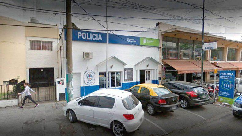 Muerte en una comisaría y once policías detenidos