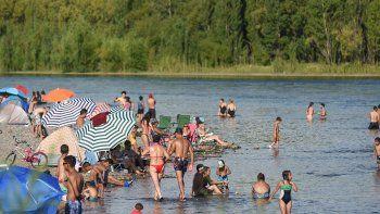 dos banistas fueron rescatados del rio en la ultima semana