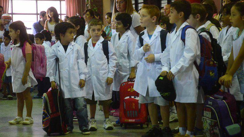 Las clases empiezan hoy con más de 230 mil chicos