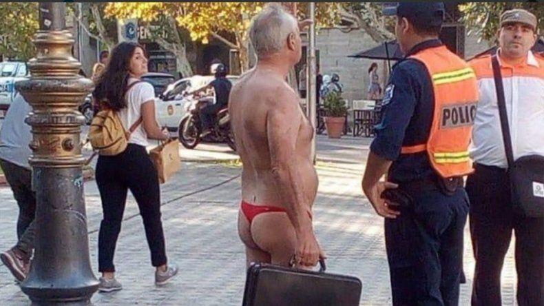Video: salió a protestar en tanga contra la prostitución y terminó preso