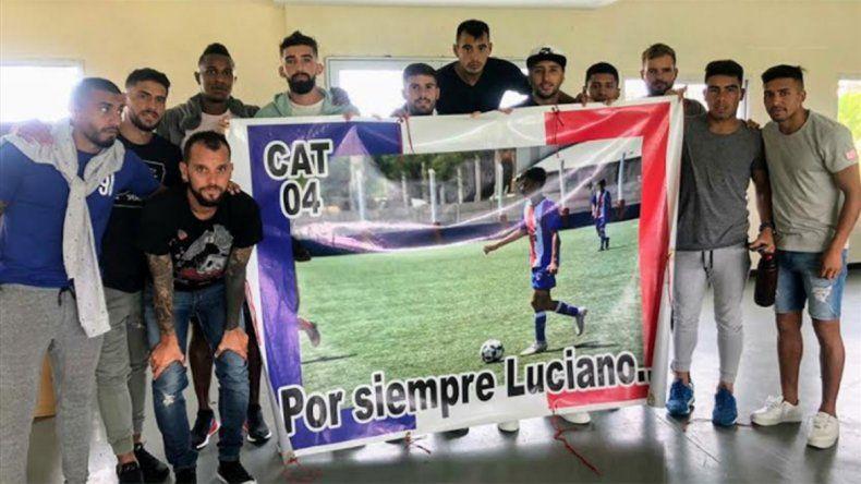 El plantel de Aldosivi homenajeó a Luciano Matorras, el joven que murió en un accidente