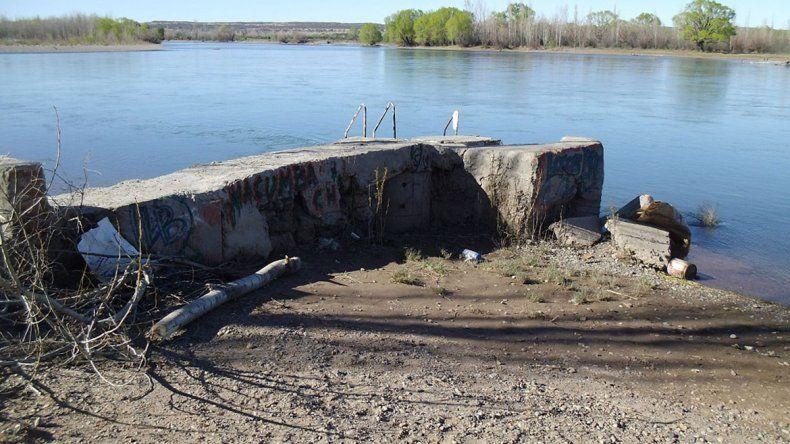 Por peligroso, sacaron un espigón sobre el río Limay