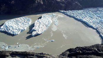 dos islas rompieron con el glaciar grey