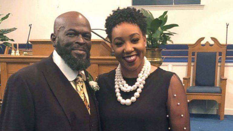 Su hija adoptiva le salvará la vida al donarle un riñón