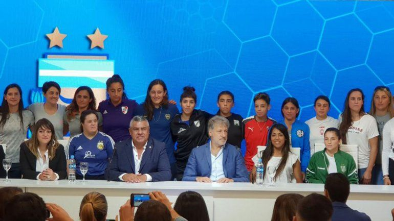 ¡Histórico! El fútbol femenino se vuelve profesional en la Argentina