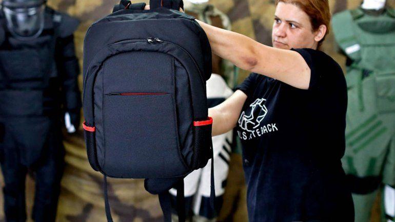 Polémicas mochilas antibalas para casos de tiroteos escolares