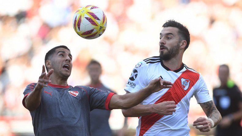 River goleó a Independiente y se quedó con un clásico caliente