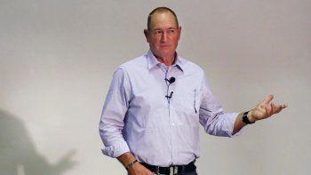un senador de australia, a las pinas con un pibe