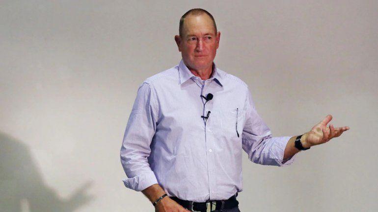 Un senador de Australia, a las piñas con un pibe