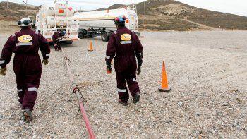 paran los yacimientos por la muerte de un petrolero