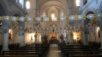 ladrones entran a una iglesia y les roban a 250 mujeres