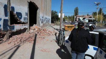 un operario resulto herido tras derrumbarse la pared de un galpon