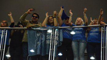 con canticos, los militantes del mpn apoyaron a gutierrez