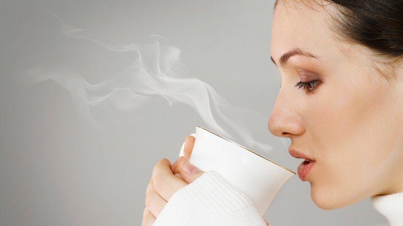 El té muy caliente duplica el riesgo de sufrir cáncer