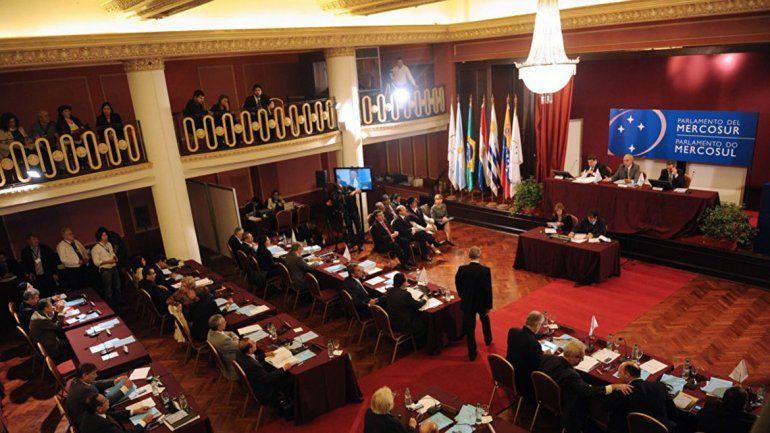 Macri no quiere que se elija más diputados del Parlasur
