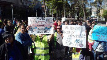 protestaron con un chalecazo contra los aumentos de los planes de autoahorro