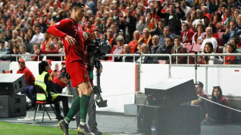 Alarma en la Juve: Ronaldo se lesionó en el duelo ante Serbia