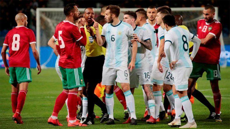Argentina le ganó a Marruecos, en un partido en el que reinaron las patadas
