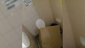 escuela 103: una maestra fue al bano y se le cayo el cielorraso