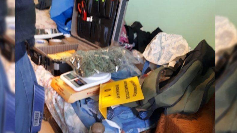 Allanaron dos casas por un robo, pero encontraron marihuana
