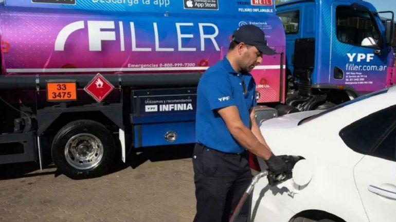 YPF presentó un servicio para cargar nafta a domicilio